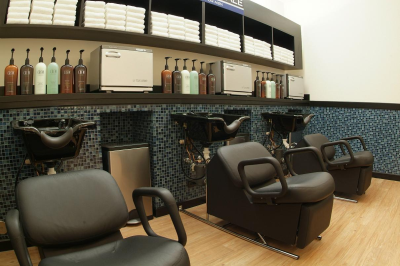 Upscale male salon barber shop naperville il 60564 for 95th street salon